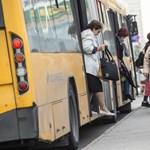 Új szabályok a Volánbusznál: a bérletesek hátul szállnak fel, a sofőr nem nyúlhat a csomagokhoz