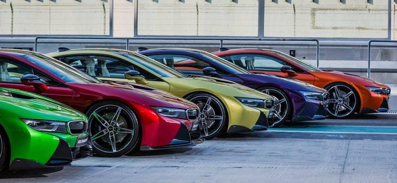 Ilyen színkavalkádban sem láttuk még a BMW i8-at