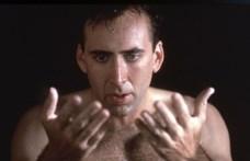 Nicolas Cage kínos karaokéja a nap legrosszabb videója