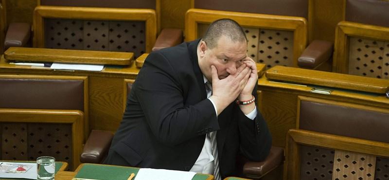 Megszavazták az MNB ügyeit titkosító javaslatot