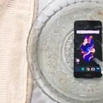 Vízbe tették a OnePlus 5-öt, és ez történt vele