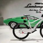 Ez a legújabb Lamborghini: két kereke van pedálokkal és elektromos