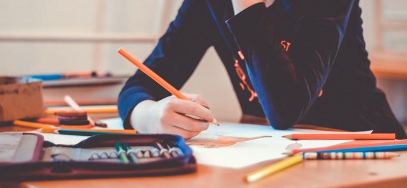 Friss felmérés: a pedagógusok 18%-a az első lehetséges alkalommal elhagyná a pályát