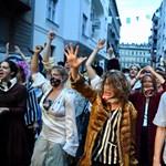 """""""Ez nemcsak az SZFE-ről szól, hanem az egész országról"""" – tüntettek a színművészetis hallgatók"""