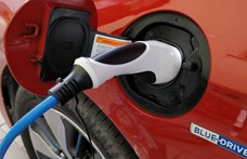 BMW, Hyundai-KIA, Ford – sorra hívják vissza veszélyesnek ítélt akkumulátoros autóikat a gyártók