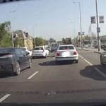 A nap videója: a Budaörsi út buszsávjában előzött a Mercedes sofőrje, aztán jött a meglepetés