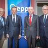 Tusk: Elkészült a néppárti bölcsek jelentése a Fideszről