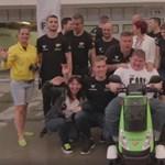 Megható videó: a magyar versenycsapat különleges ajándékkal lepte meg szurkolóját