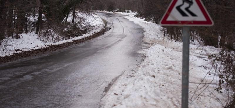 Jégpályává váltak az utak, legyen nagyon óvatos, ha autóba ül