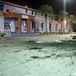 Huszonnyolc kadét halt meg Tripoliban egy légicsapásban