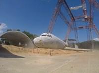 A földre dobtak egy 15 tonnás repülőt a NASA szakemberei, de jó okkal – videó