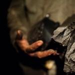 Gyerekmunkások nyomorán hízik az indiai bányaipar
