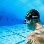 Zenehallgatás és fényképezés a víz alatt