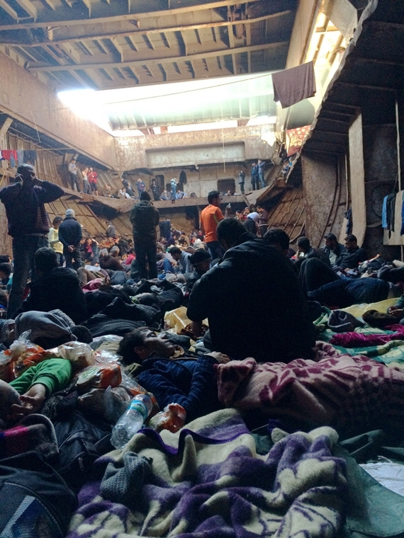 állókép - afp. hajóval érkező menekültek, migránsok, - 2014.12.25. A handout picture taken on December 25, 2014 by Syrian migrants with mobile phones and released on January 5, 2015 shows migrants aboard the Moldovan-flagged ship Blue Sky M before their a