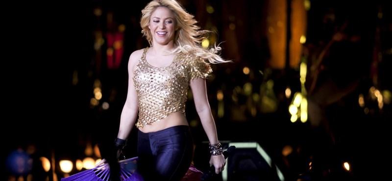 Együtt zenélt Shakira és a Coldplay a lángoló Hamburgban