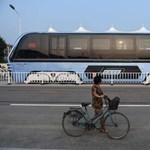 Kína megépítette a világ legmenőbb autóbuszát, most meg hagyja szétrohadni