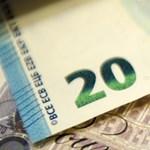 Tovább gyengült a forint, ma ismét 320 közelében járt az euró