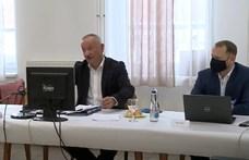 A PTE rektora 15 perc alatt két ellentmondó információt kapott a modellváltásról