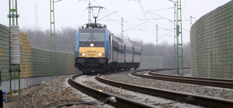 Halálra gázolt egy embert a Debrecenből Budapestre tartó sebesvonat