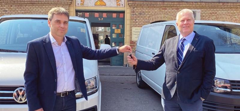 Két nagy Volkswagent ajánlottak fel a Szent László Kórháznak