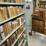 Régi könyvekből vágott ki térképeket egy magyar bűnbanda