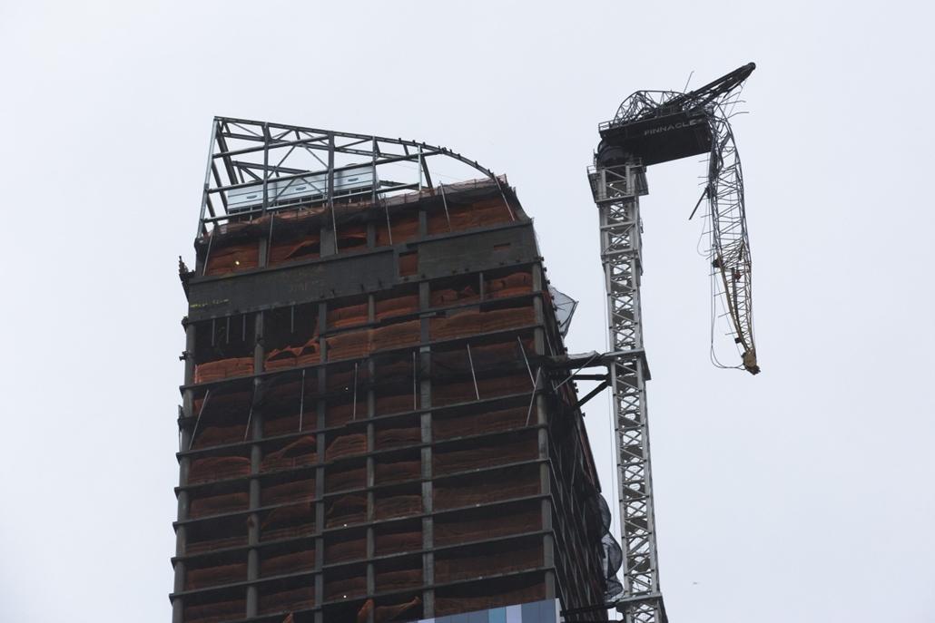 Megtépázott toronydaru az 57. utca épülő magasházánál - Sand hurrikán