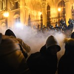 Döntött a bíróság: indokolatlanul fújtak könnygázt a tömegre a 2018-as rabszolgatörvény elleni tüntetésen