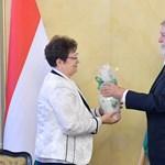 Müller Cecília ajándékot kapott Káslertől