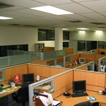 Két számjegyű bevételkiesést okoz a cégeknek, hogy nem tudják megtartani a dolgozóikat
