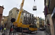 Daruval emeltek ki lakásából egy majd 300 kilós embert Franciaországban