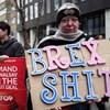Brexit: Az EU dobott mentőmellényt a bukásra váró brit kormányfőnek