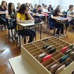 Ki kell verni a diákok kezéből? – olvasóink az iskolai mobilozásról