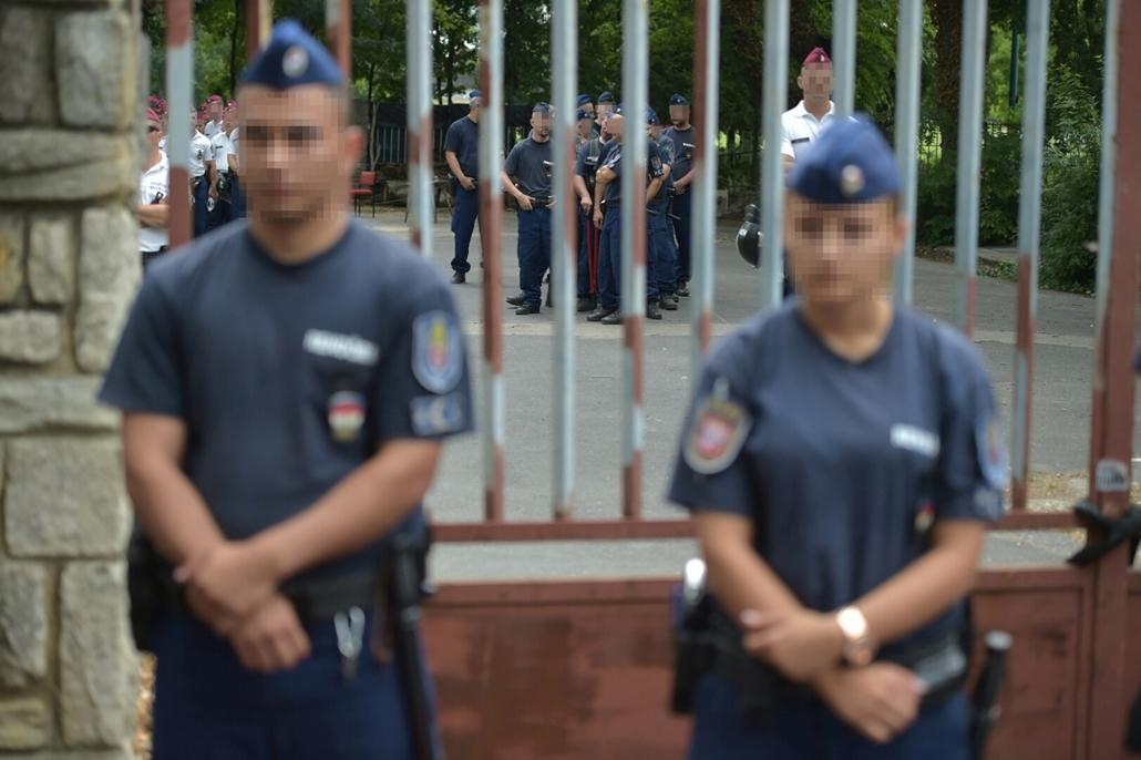 tg.16.07.06. - Rendőrök és ligetvédők az egykori Hungexpónál a Városligetben