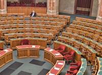 Három új képviselővel ül ma össze a parlament