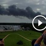 Ömlik a füst és megint robbanások vannak: videók érkeztek az űrrakéta-balesetről