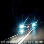 Szabálytalanul előzött a magyar kamionos, majd el is vakította az autóst – videó