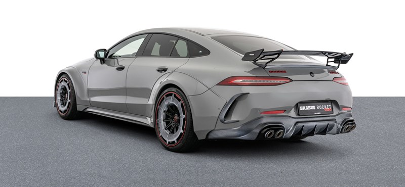 180 millióért eladó egy egészen extrém 900 lóerős Mercedes