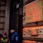 Anarchisták támadták meg az ÁSZ-t – a szervezet reagált Gulyásék akciójára