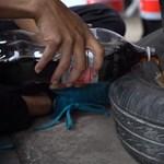Kerékfelfújáshoz is működik a kóla és Mentos keverék – videó