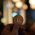 A Bitcoin átmegy végre a falon?