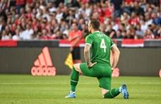 UEFA a térdelésről: Arra kérjük a nézőket, mutassanak tiszteletet