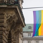 Index: Szijjártó nem enged szivárványos zászlót kitűzni a nagykövetségekre