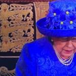 Kalappal üzent Erzsébet királynő a brit alsóházban?
