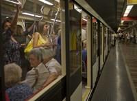 A metrósínekre futott egy ember az Astoriánál