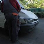 HÉV-síneken kötött ki egy kisteherautó