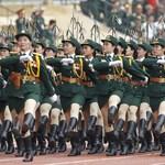 A vietnami katonanők megmutatják, hogy kell vonulni - fotók