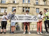 A Pénzügyminisztérium előtt tüntettek az Extinction Rebellion aktivistái