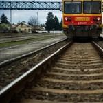 Halálos gázolás és fakidőlés miatt késnek a vonatok