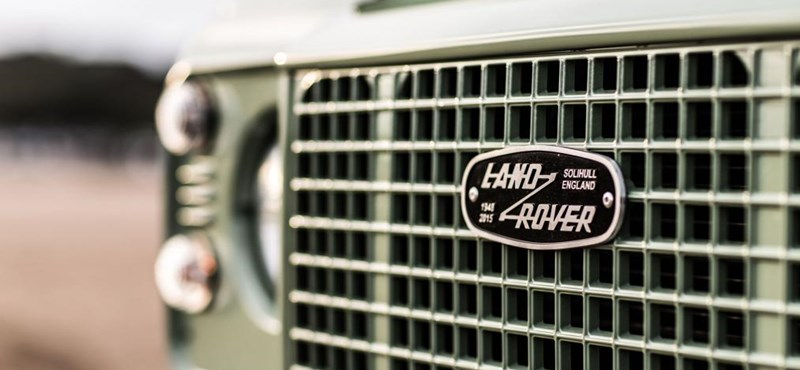 Így néz ki egy Land Rover, ami 30 év után bukkant elő a tengerből – videó