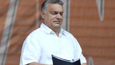Orbánnak nem csak az öltönynadrágja, még a farmerja is buggyos - fotó